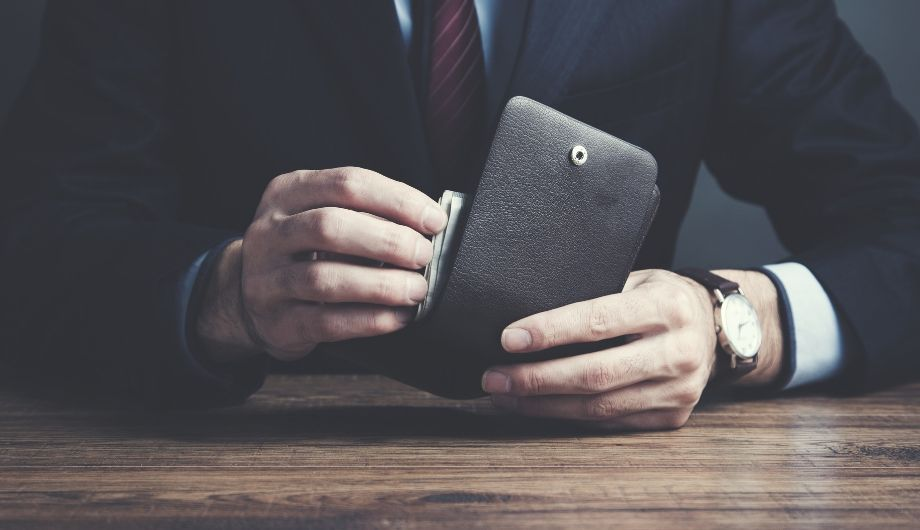 Best wallets for men. The most elegant bifold leather accessories