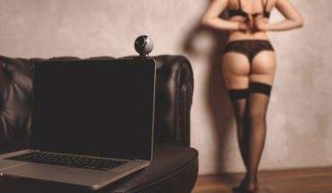 Sex on your DESK – Your Virtual Girlfriend can be one click away